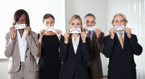 Why are French office workers so unsatisfied?