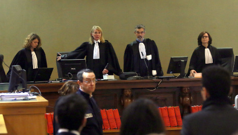 Bettencourt trial rocked by attempted suicide