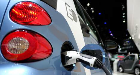 Electric car owners in France to get €10k bonus