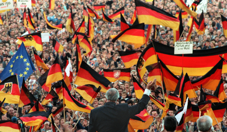Helmut Kohl and a sea of flags in 1990. Photo: DPA