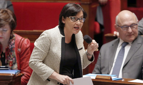 Minister calls on French to ditch English at work