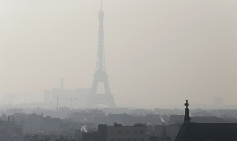 Eiffel Tower cloaked in smog as pollution spikes