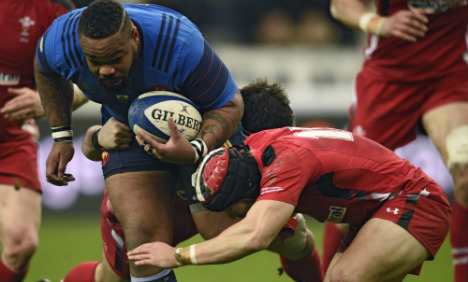 France down and out as Wales keep hopes alive