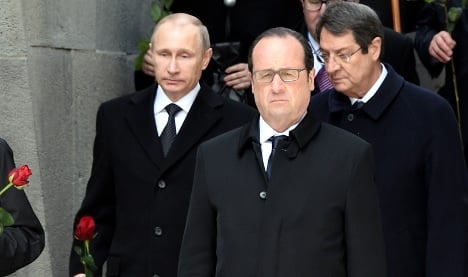 Putin calls on Hollande to mend ties to help trade