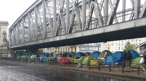 Migrant camps emerge in the heart of Paris
