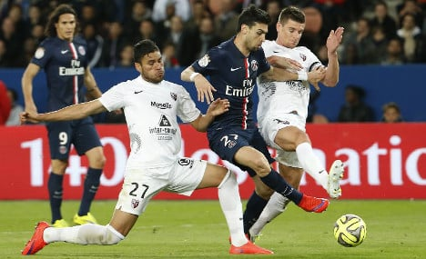 PSG win fifth in a row to go top of Ligue 1