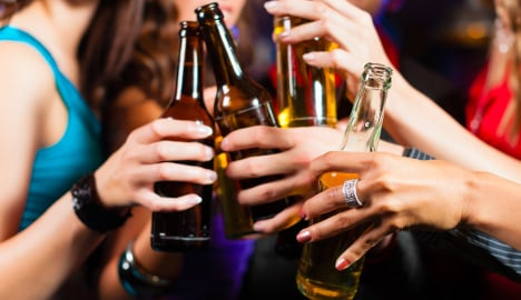 Young French women turn to 'le binge drinking'