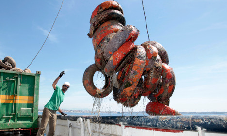 France pulls up sunken tyres from artificial reefs