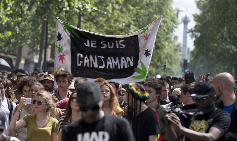 Paris protesters call for fresh cannabis laws