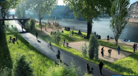 Paris to drive cars off River Seine's right bank