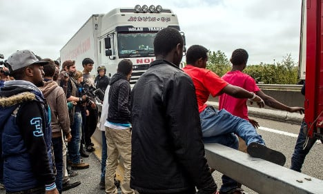UK drivers warned after tensions rise in Calais