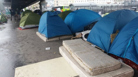 French police pull down Paris migrant camp