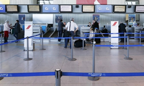 French air traffic controllers call for strike