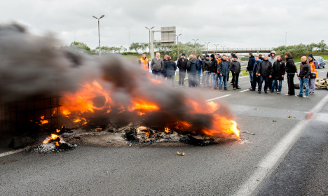 French protests cause Channel travel chaos
