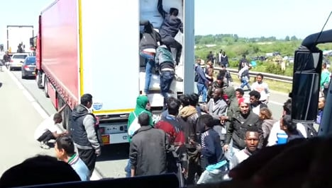 Tourists shocked by Calais migrants scramble