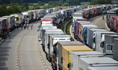 Calais: French strikers put protest on hold