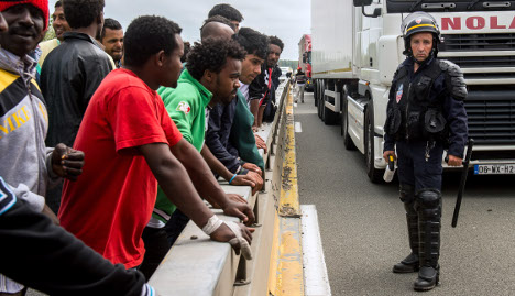 Calais chaos sees France beef up police presence