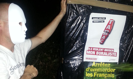 Tobacconists protest as Paris hosts conference