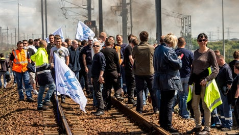 Deal signed to end bitter Calais port dispute