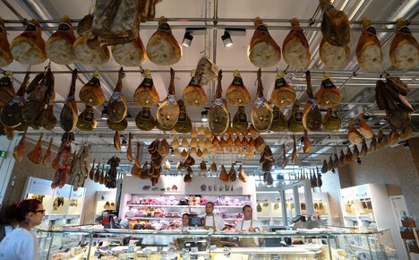 Italy's Eataly challenges France for food crown
