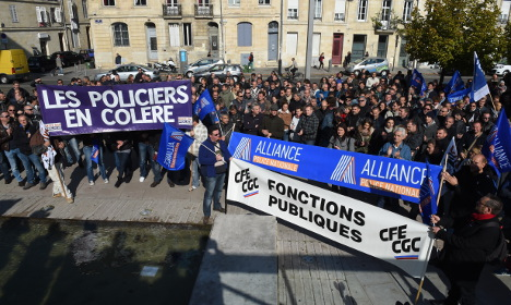 French PM moves to pacify protesting police