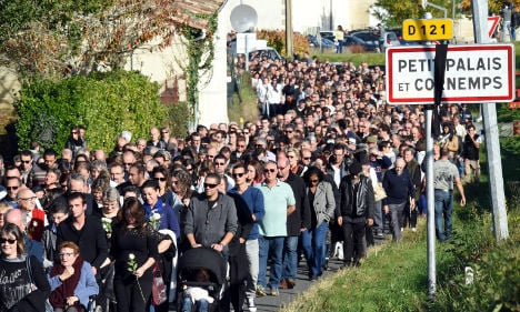 Thousands march for victims of French crash