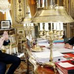 Hollande takes to Instagram as ratings flag