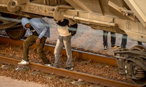 Train drivers 'haunted' by refugee deaths in France