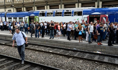 Angry French rail users go on 'no-ticket' strike