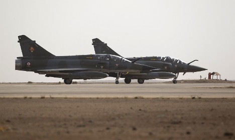 French warplanes pound Isis stronghold in Syria