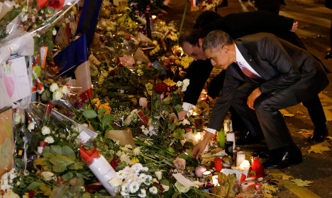 Obama pays respects to Paris victims at Bataclan
