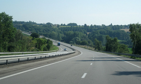 Boy hitches on autoroute after mum 'forgets' him
