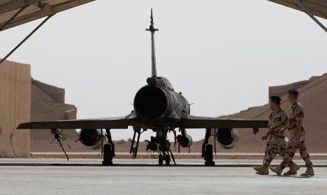 French air strike hits Isis oil facility in Syria