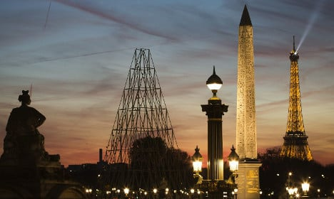 Tourists urged 'don't stay away from Paris'