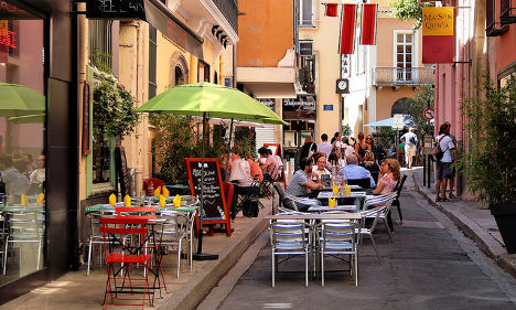 Parisians urged to head 'back to the bistro'