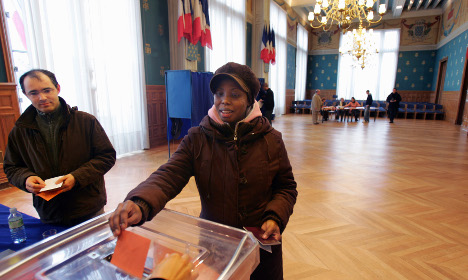France ditches pledge to give foreigners vote