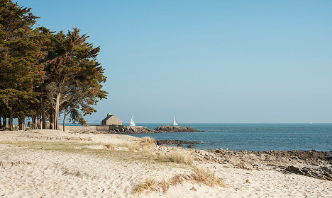 French sisters commit suicide on Brittany beach