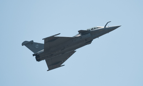 French Air Force chases business jet across Paris