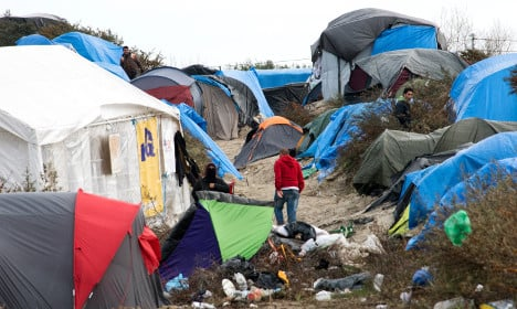France scolded for 'round-ups' of refugees