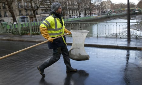 Tens of thousands of fish moved from Paris canal