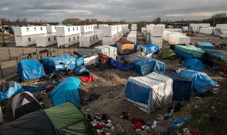 Calais refugees worry as bulldozers roll in to camp