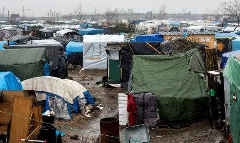 Calais migrants face eviction, but 'have nowhere to go'