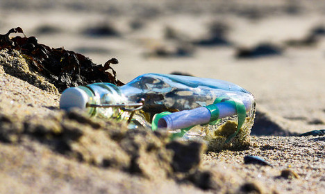 US artist's message in a bottle found in France... by an artist