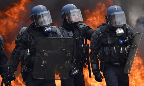 French student protests against job reforms turn ugly