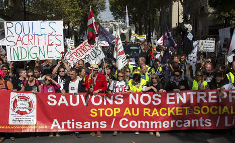 French protest to show their anger against labour reforms