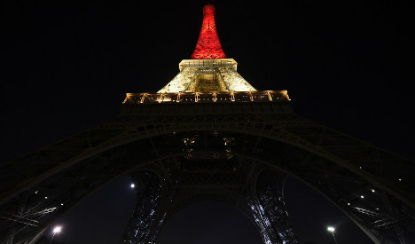 Eiffel Tower shows solidarity with victims of Brussels terror