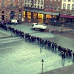 Crazy queues reveal French thirst for Starbucks coffee