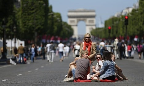 Champs-Élysées to ban cars once a month from May