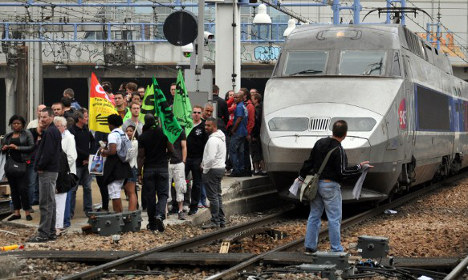 Hopes raised that French rail strikes may be called off