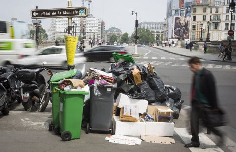 Rubbish strike in Paris to continue for FIVE more days